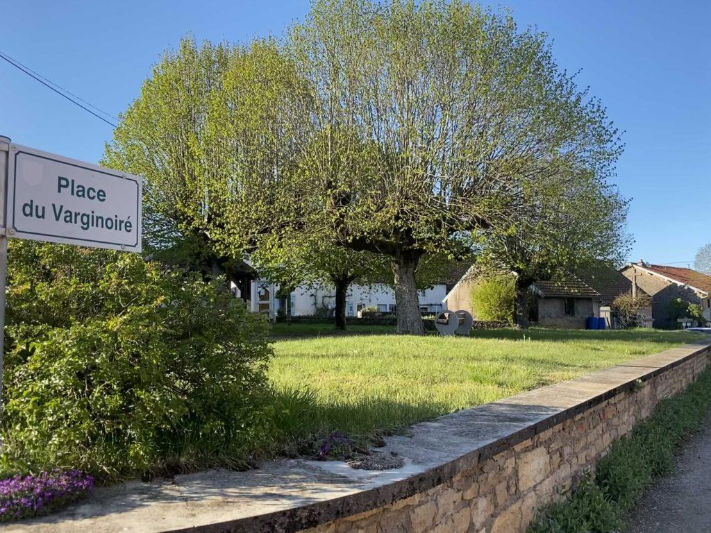 La place du Varginoiré au centre du village